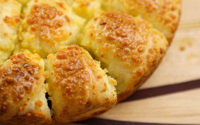Cheesy Garlic Bubble-Up Bread